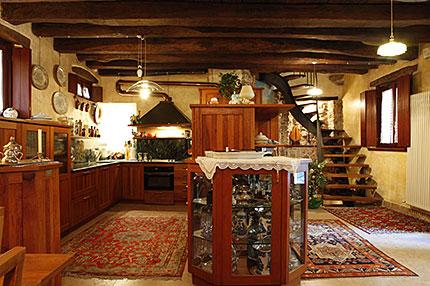 Cison di valmarino tv casolare del 1700 in vendita for Piani di casa artigiano di 1700 piedi quadrati